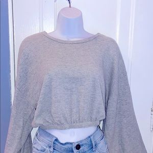 Cropped balloon sleeved sweatshirt